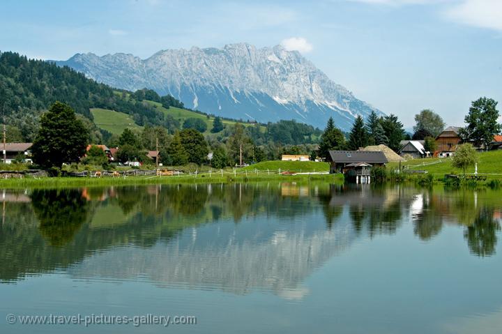 Austria - Countryside - Mountains - alpine landscape, reflection in lake, Oberösterreich, Dachstein