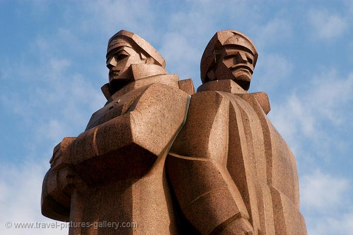 Pictures of Latvia - Latvian Riflemen Statue, war heroes, Riga