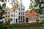 Pictures of Belgium - Bruges - 16th and 17th century buildings along the Potterierei