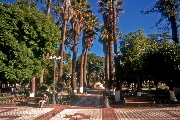 Pictures of bolivia sucre the central plaza 25 de mayo park