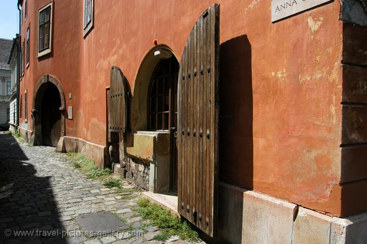 Pictures of Hungary - Budapest - old house in Buda, Castle Quarter