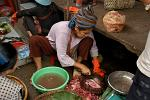 woman selling fish, Psar Thmei (New Market)