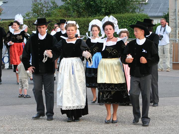 Pictures Of Traditional Clothing From France 117