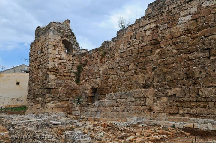 Pictures of Greece - Chania-0042 - the Byzantine walls of ...