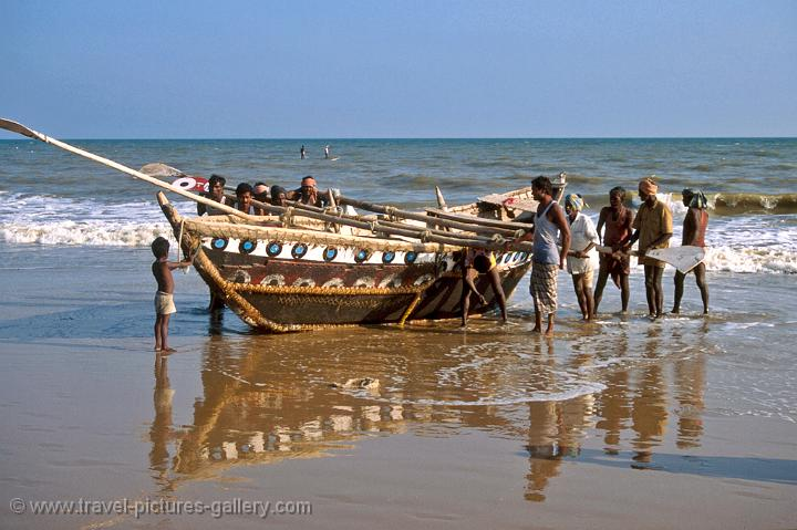 fishermen bringing in the catch, Puri beach
