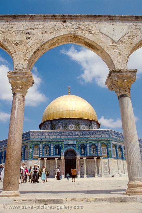 the Dome of the Rock, built between 687 and 691 AD, Temple Mount