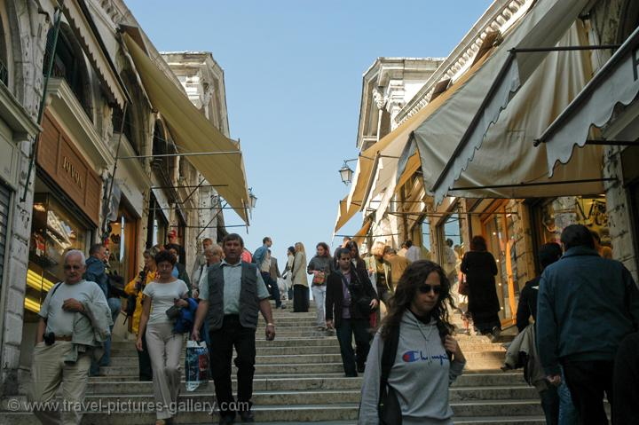 shops and people on Rialto Bridge
