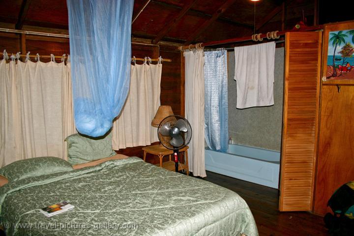 Pictures of jamaica 0108 a beach hut interior for Beach hut designs interior