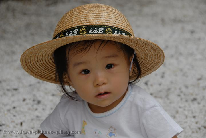 little girl with straw hat