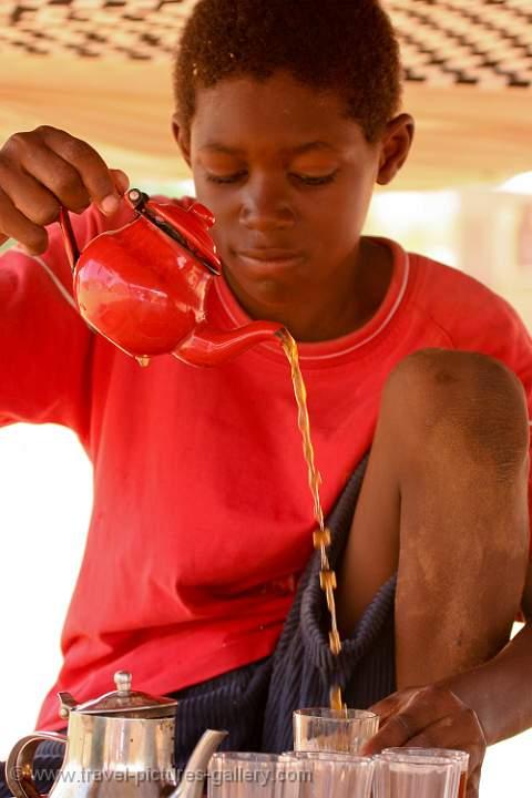 Pictures of Mauritania - boy poring tea