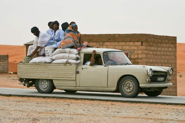pictures of mauritania-0034 - old peugeot 404 pickup, local transport