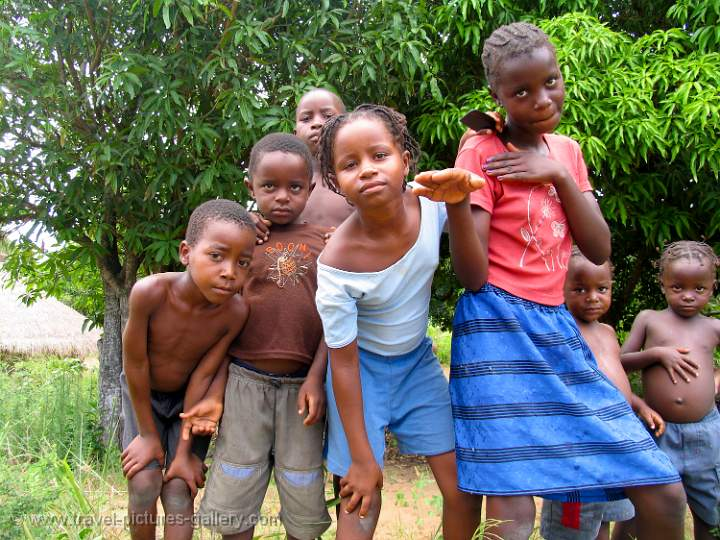 Pictures of Mozambique - merry kids at Bilene
