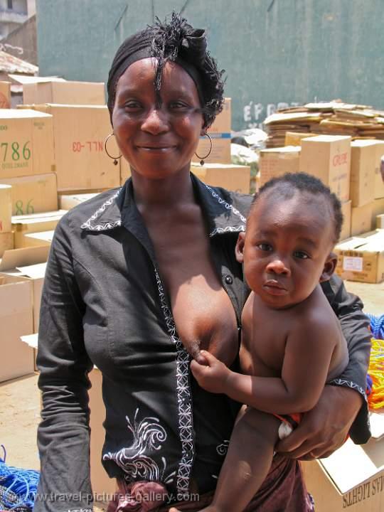 Pictures of Mozambique - mother and child, maputo
