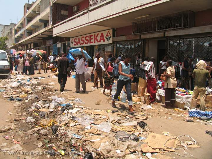 Pictures of Mozambique - garbage left after the market, Maputo