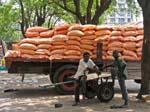 unloading a truck, Maputo