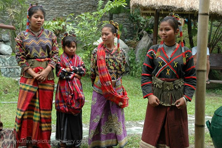 Philippine Traditional Dresses http://www.travel-pictures-gallery.com/philippines/philippines-0034.html
