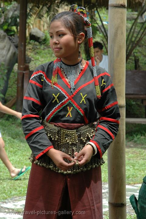 Philippine Traditional Dresses http://www.travel-pictures-gallery.com/philippines/philippines-0041.html