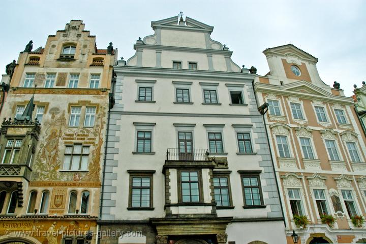 houses on the Old City Square