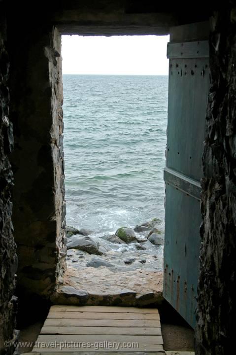 Pictures of senegal goree 0035 the door of no return for Door of no return