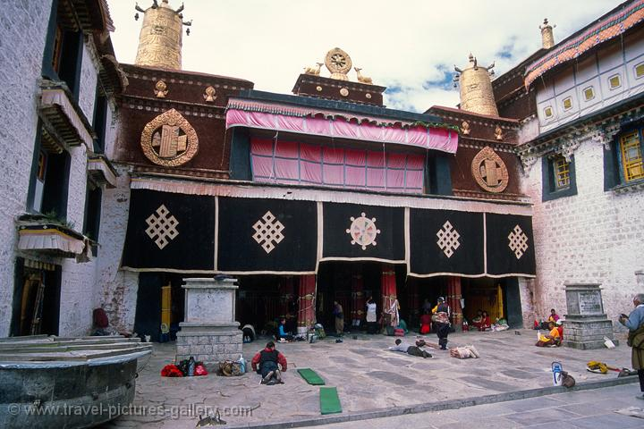 entrance of the Jokhang (a Unesco World Heritage Site together with the Potala)