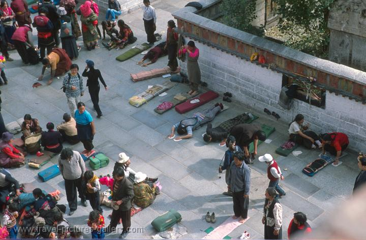 pilgrims prostrating in front of the Jokhang