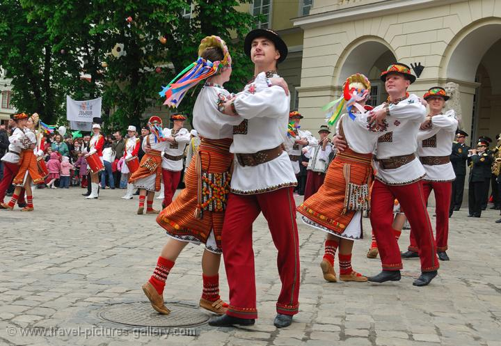 Pictures of Ukraine - Lviv parade, folkoric dance, traditional dress