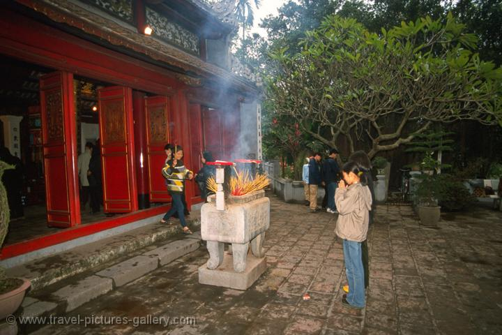 Ngoc Son Temple in Hoan Kiem lake