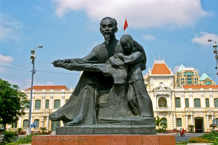statue of Bac Ho, uncle Ho Chi Minh